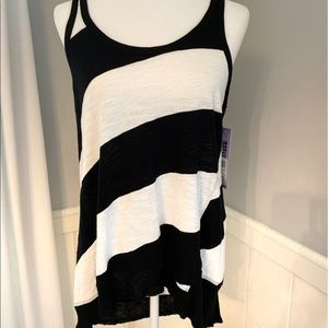 WILT Boxy Slant Tank Size Med Black and White NWT